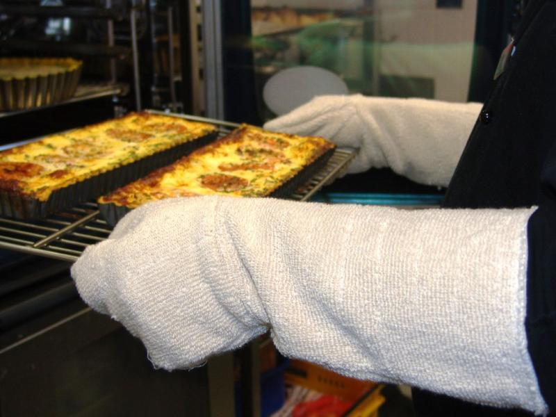 Pair Of Lynn River Bakers Gloves 400mm Length Arnold